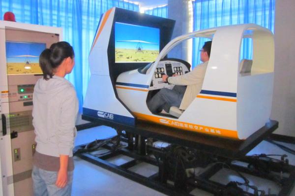 多自由度民航机飞行模拟器